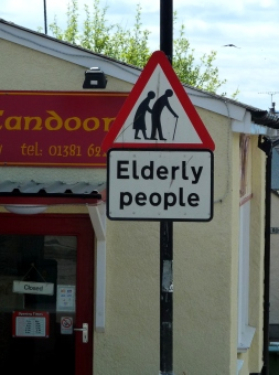 Sign in Scotland: Be aware of elderly people!